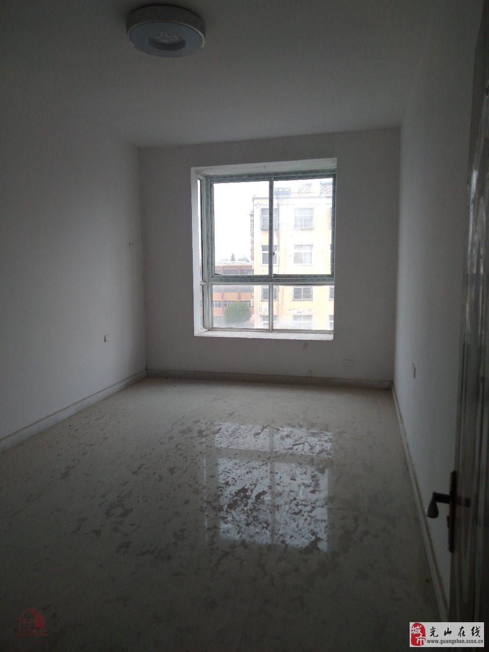 九龙贸易公司九龙市场3室2厅2卫55万元