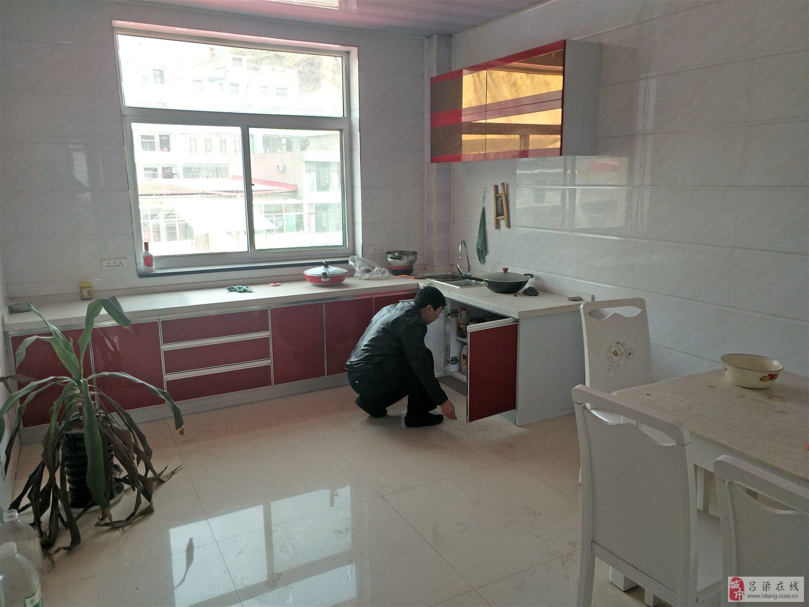 龙凤中学小区3室2厅1卫41万元