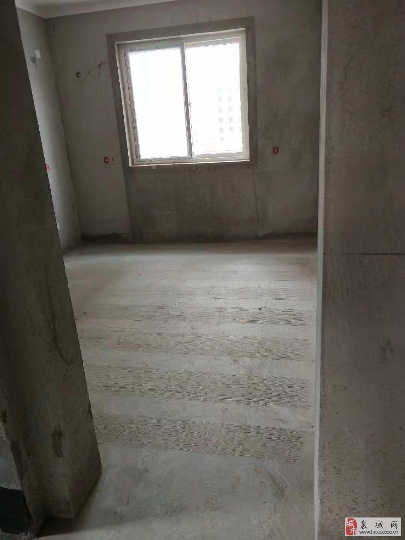 广城和小三室电梯中层全款56万