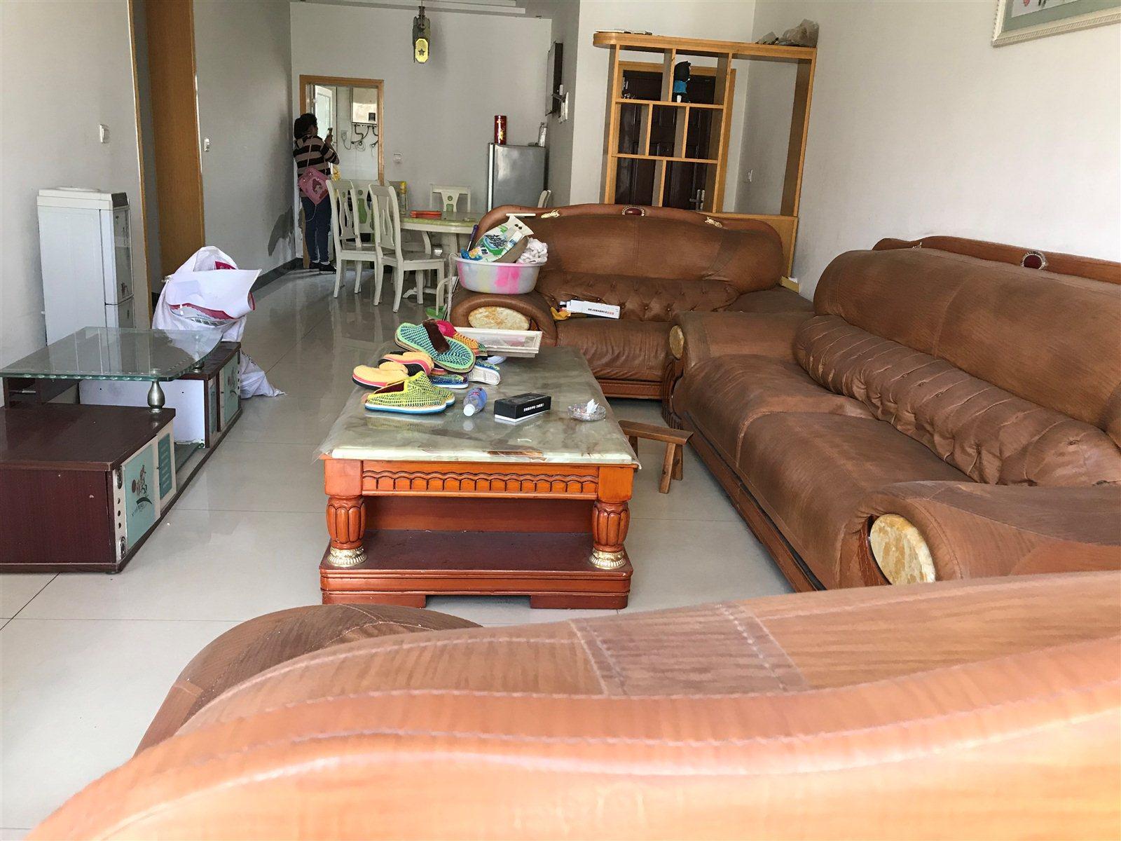 江与城3室2厅2卫37万元