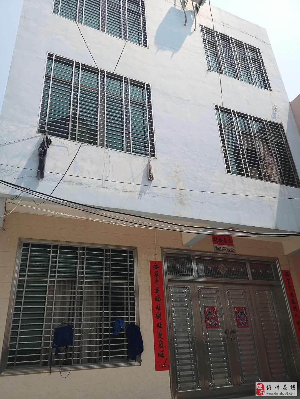 美食街8.26x26三层楼,24个房间每有卫生间,两个厅