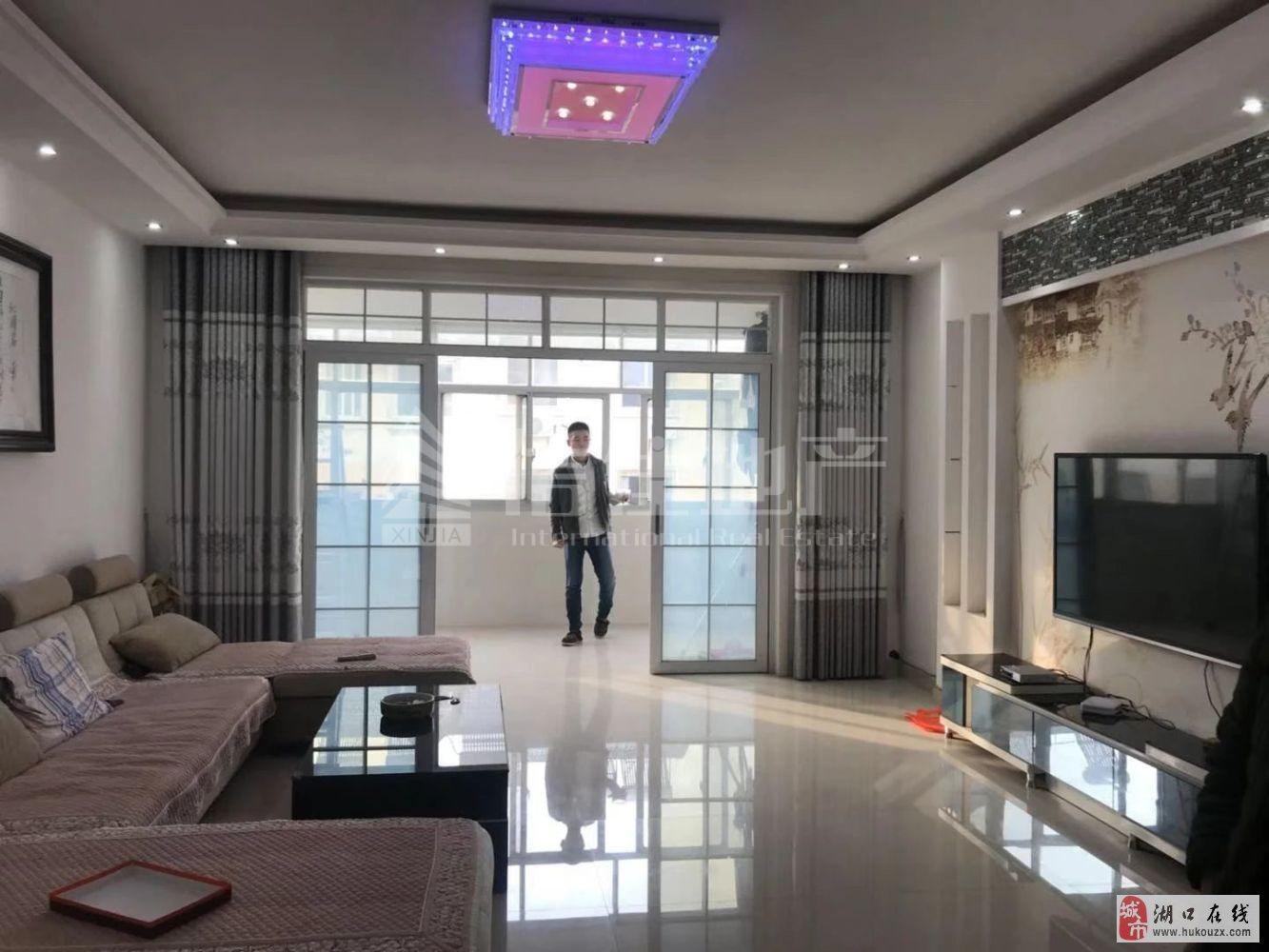 春江花苑精装大三房3室2厅2卫72万元