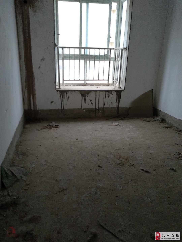 滨河花园3室2厅2卫73万元
