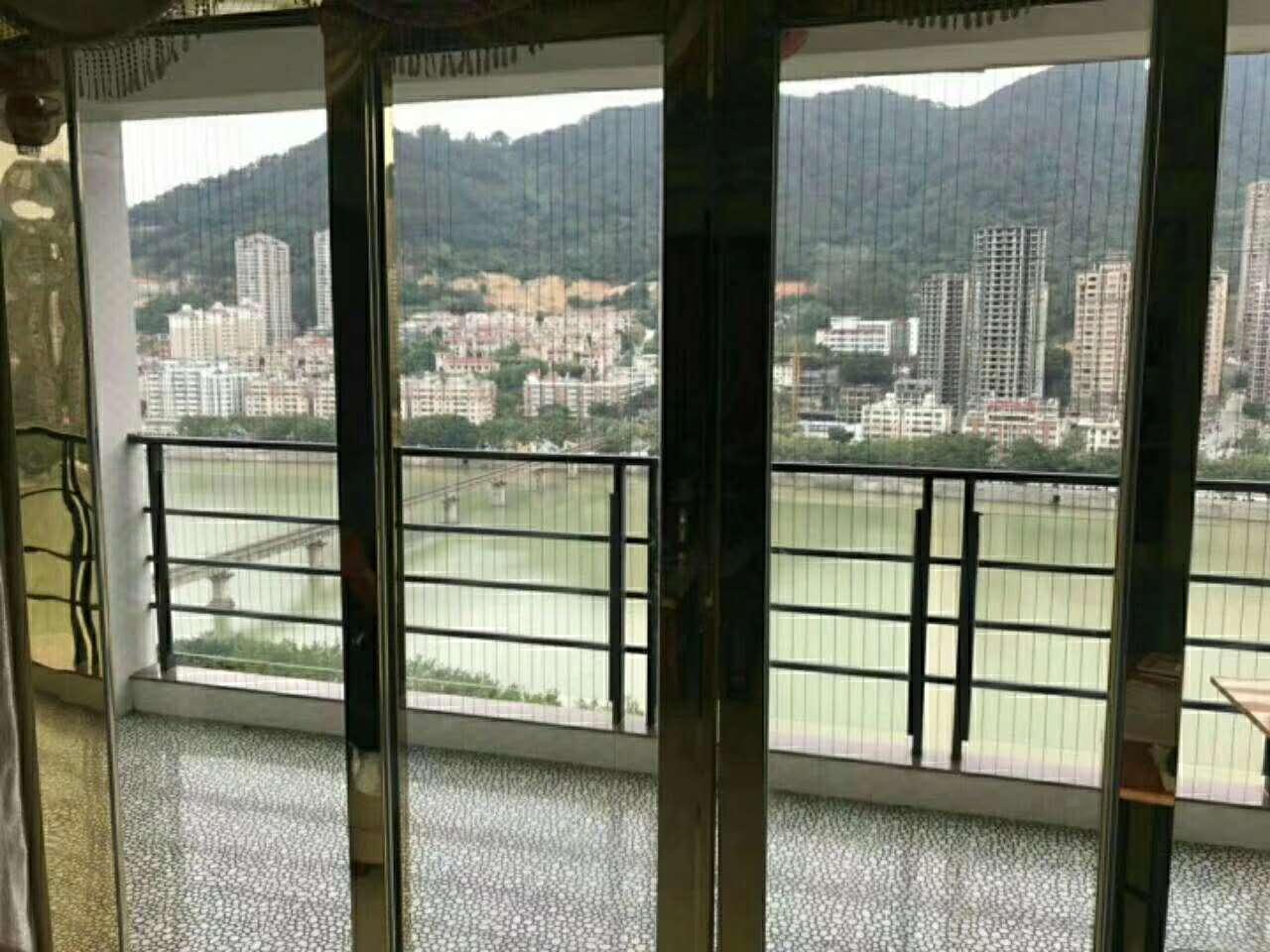 蓝溪国际4室2厅2卫168万元
