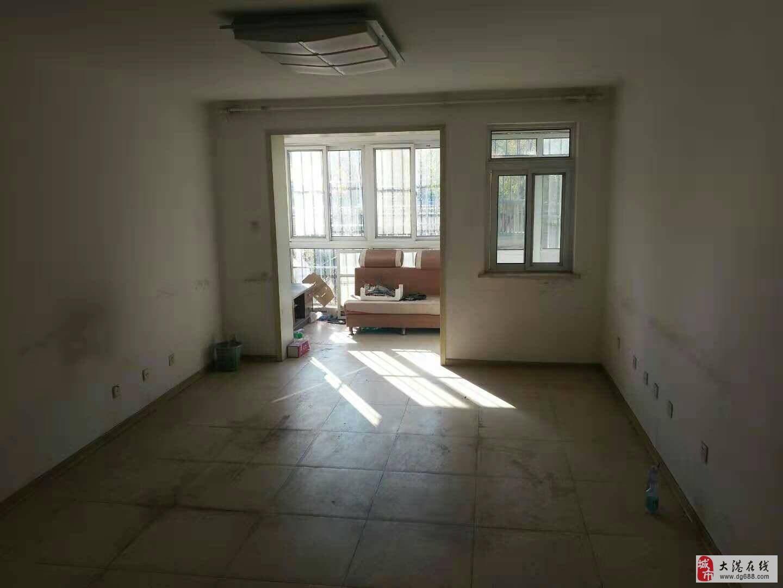 春港花园一楼带60平小院三室两厅个税学片房175万可商量