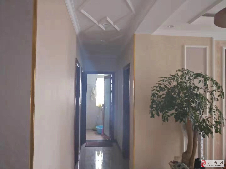 房屋出售:位于扎西盛景 三室两厅一厨两卫,精装修