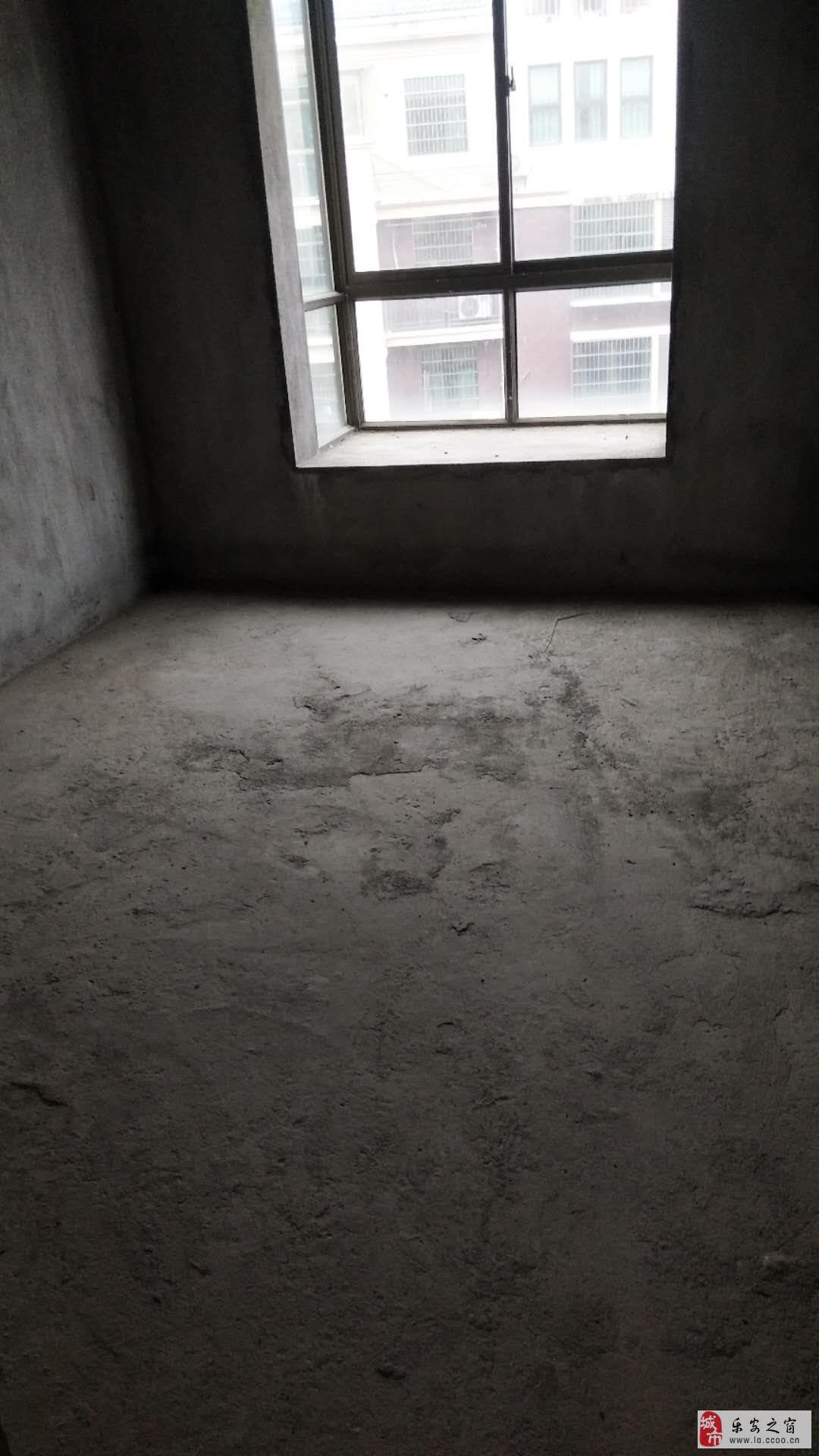 香山豪庭4室 2厅 2卫72万元
