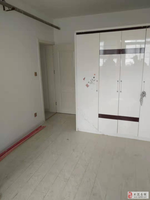 荣华里一楼77平米两室新装修65万无税
