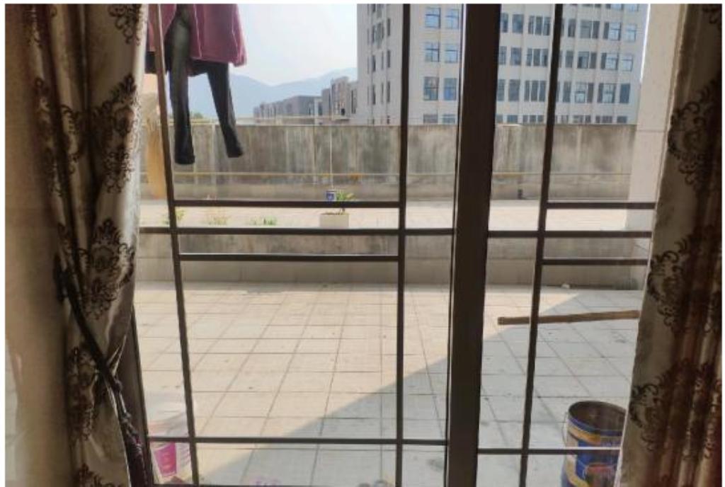 隆恩公馆底层精装带露台111平急售90 万元