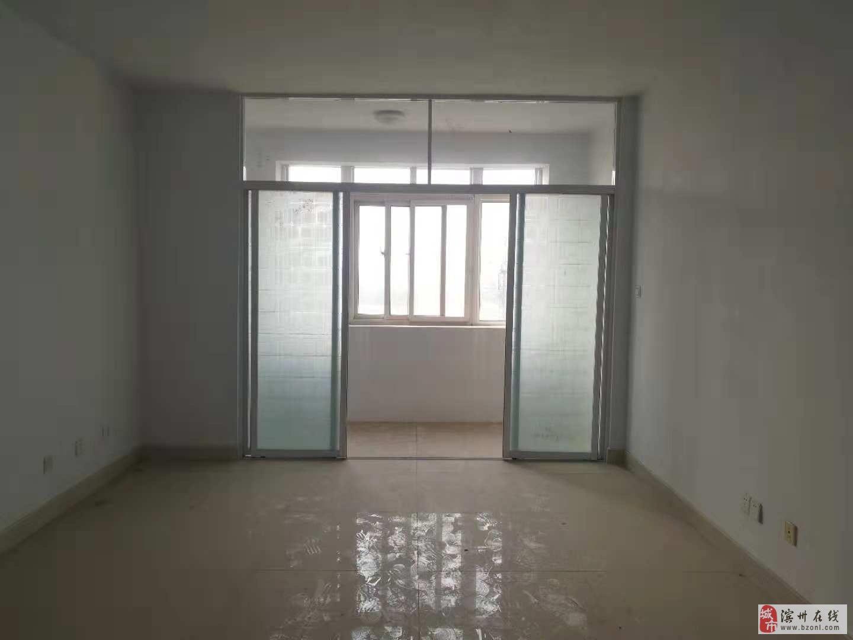 东王候多层5楼简装两室96平带7平储33万