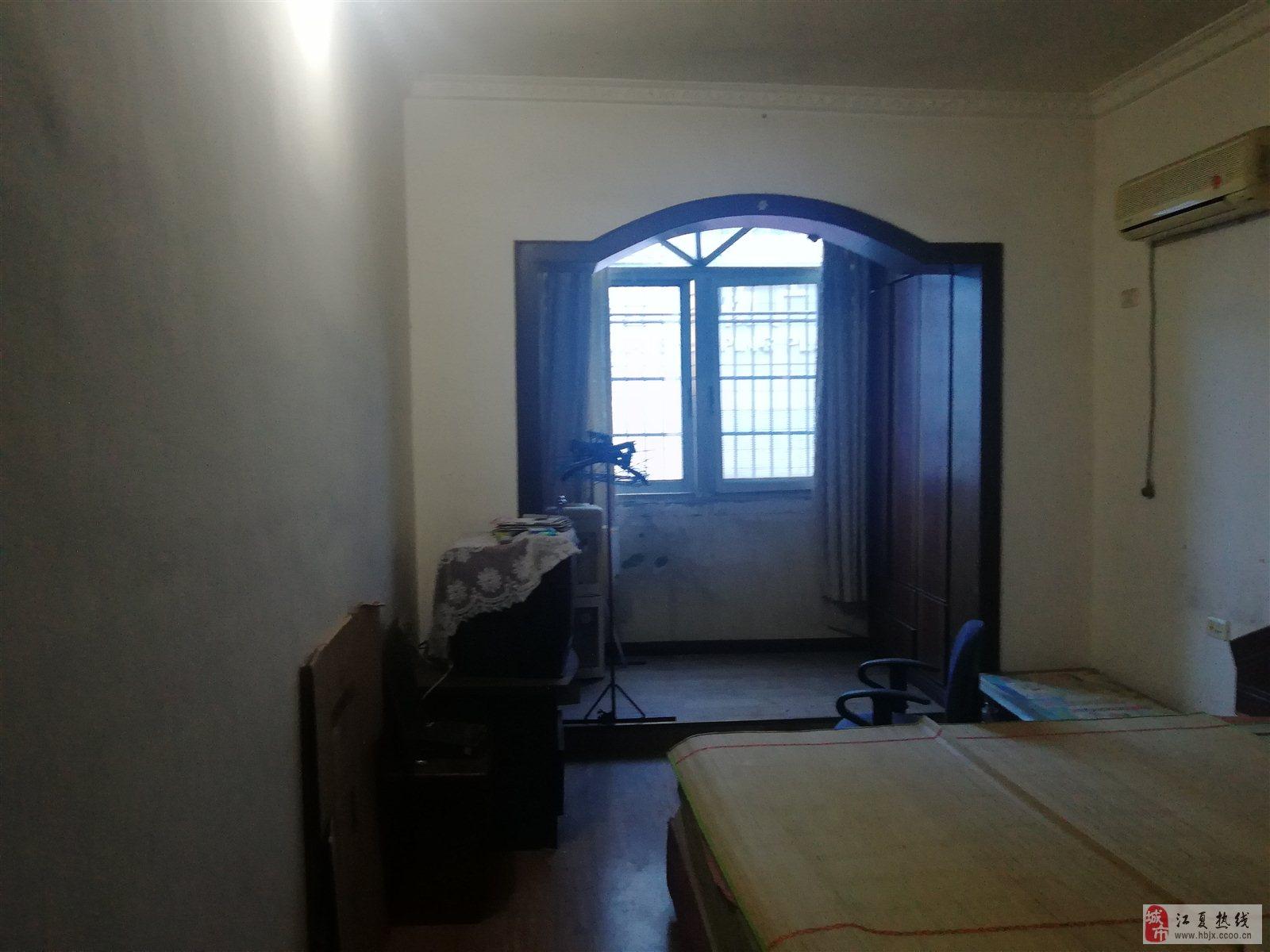 五交化公司宿舍楼2室2厅1卫48万元