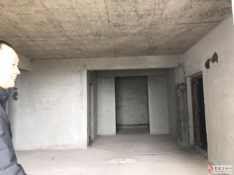 酉水雅苑4室2厅2卫49.8万元