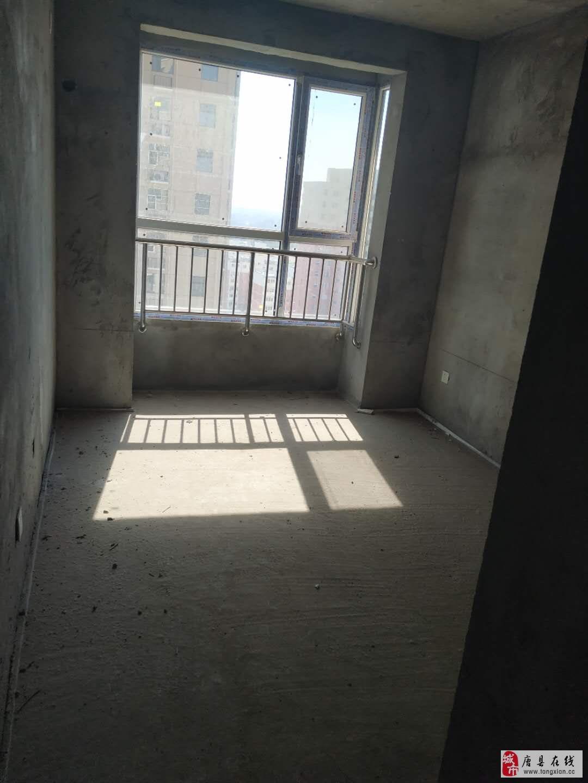 天鹅湖D区,2室,6000一平,首付26万,包更名