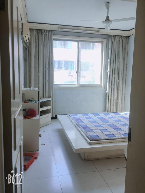 锦城花园3室2厅2卫65万元