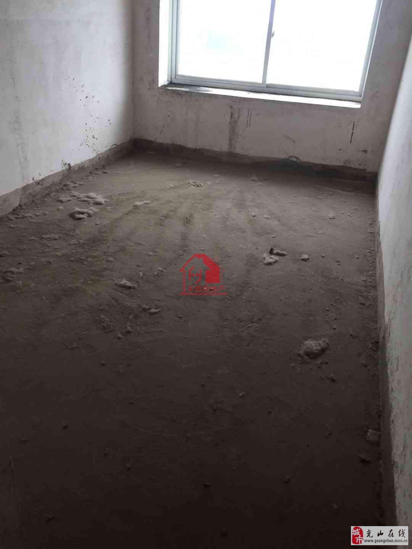 紫弦小区毛坯房三室两厅