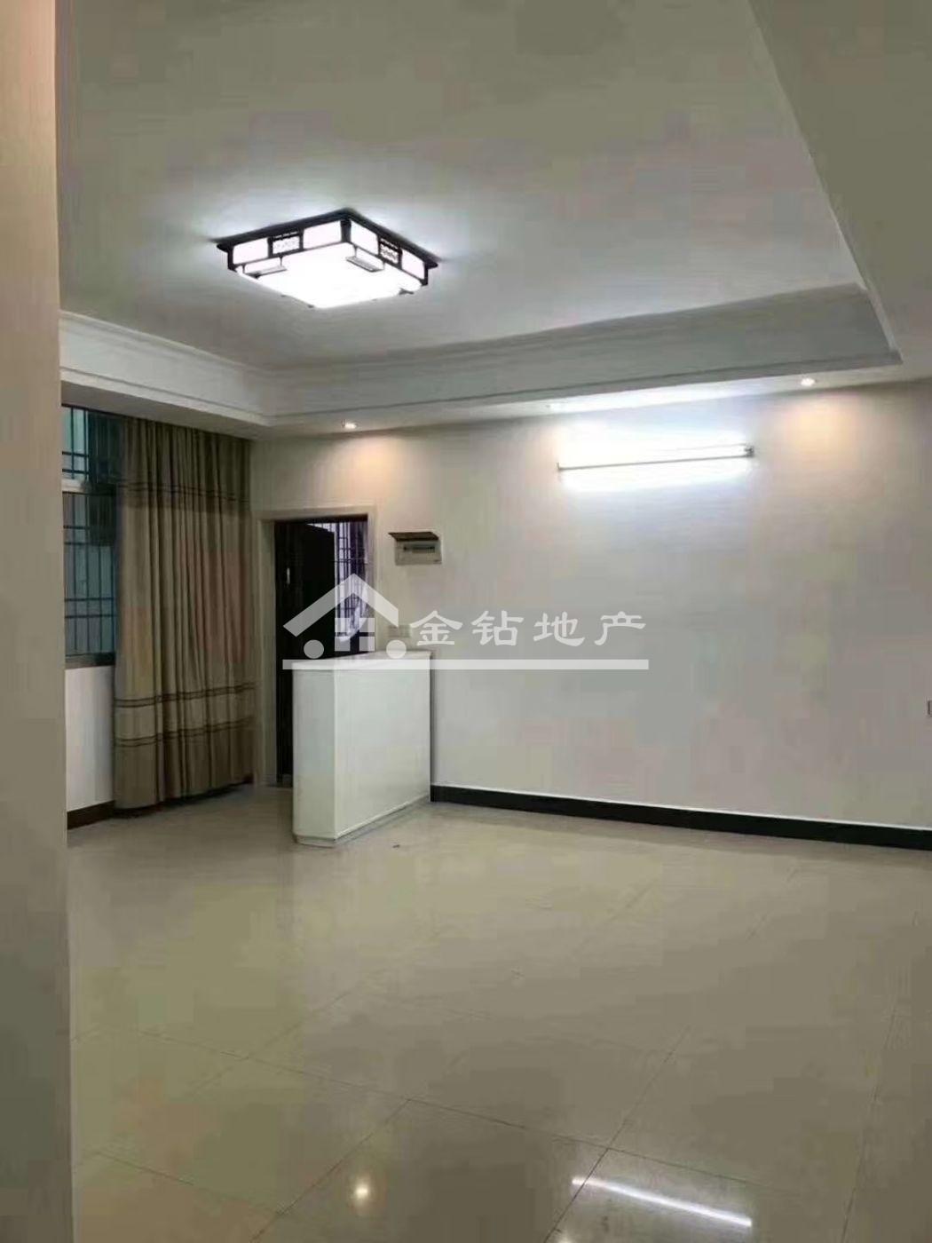 小蓝天69.9万3室2厅2卫普通装修,格局好价钱合理