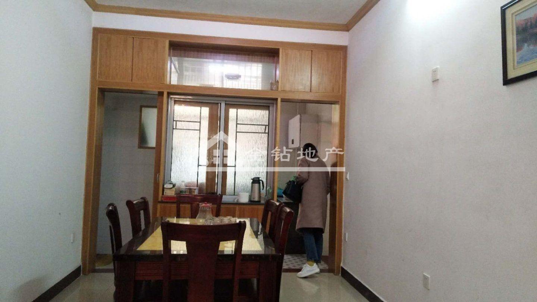 明德小学附近龙江花园小区中间楼层售88万