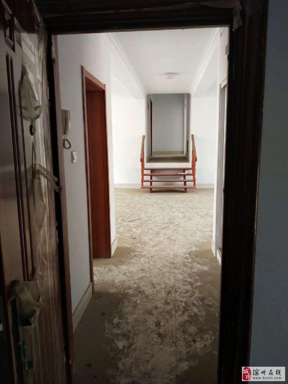 书香名居4室2厅2卫193平130万元
