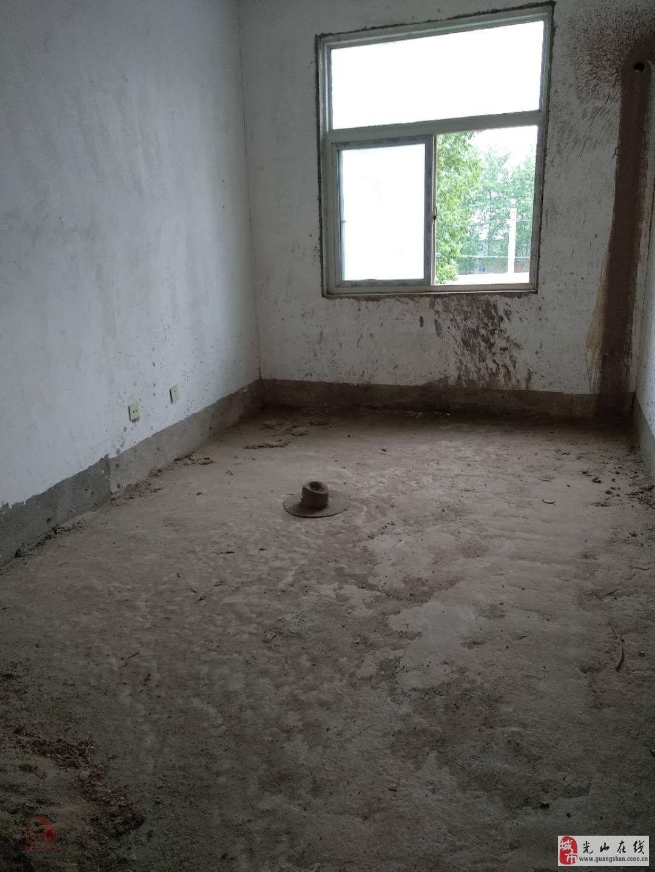 紫阳华府3室2厅2卫68万元