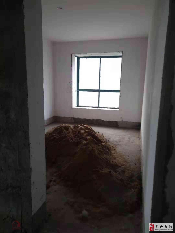 百泰中央花园3室2厅2卫108万元