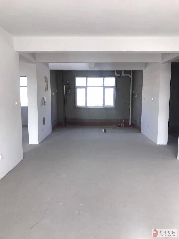 旭景园电梯3楼156平毛坯三室带车库148万可按揭