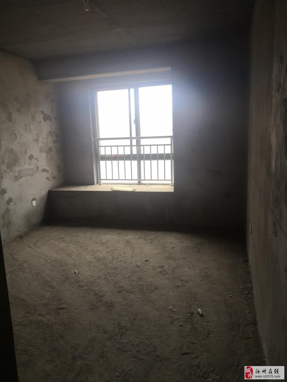凤凰城 15楼 3室2厅1卫47万元毛坯房