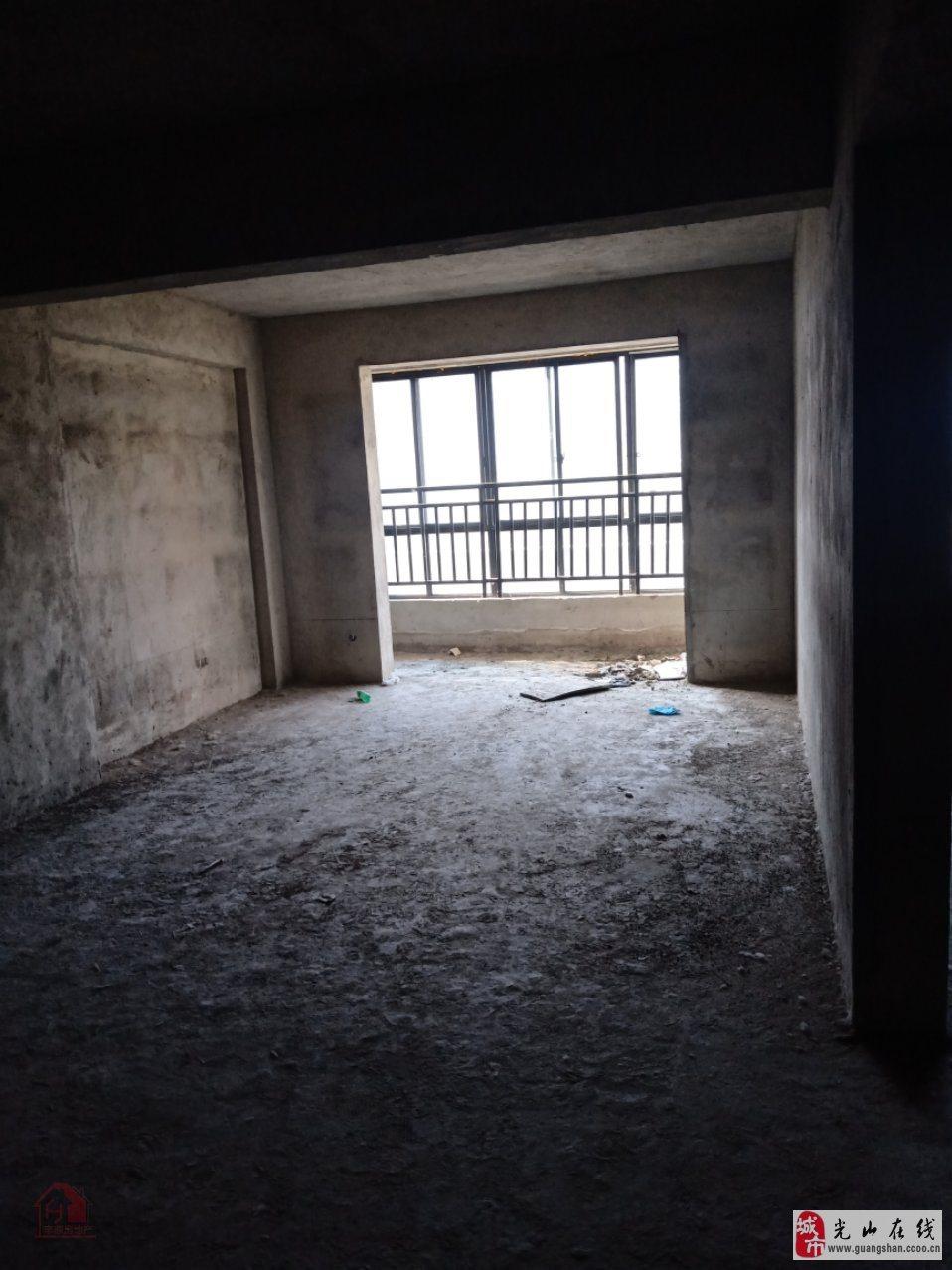 金泰领秀城3室2厅2卫95万元