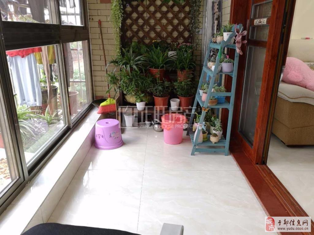 龙景嘉园精装新房去年装修全新家具家电读书方便