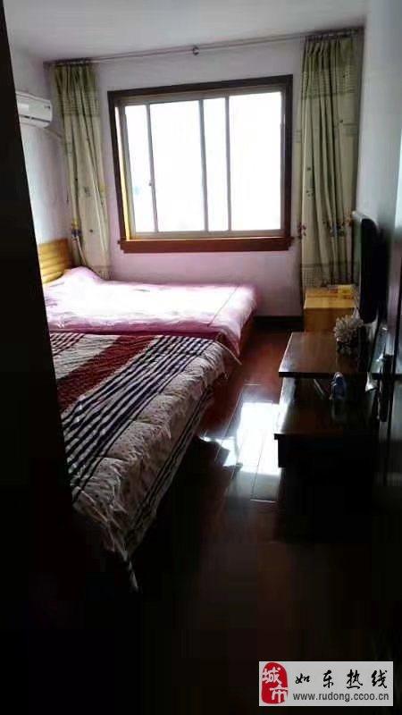 东大公寓精装修3室1厅1卫69.8万元