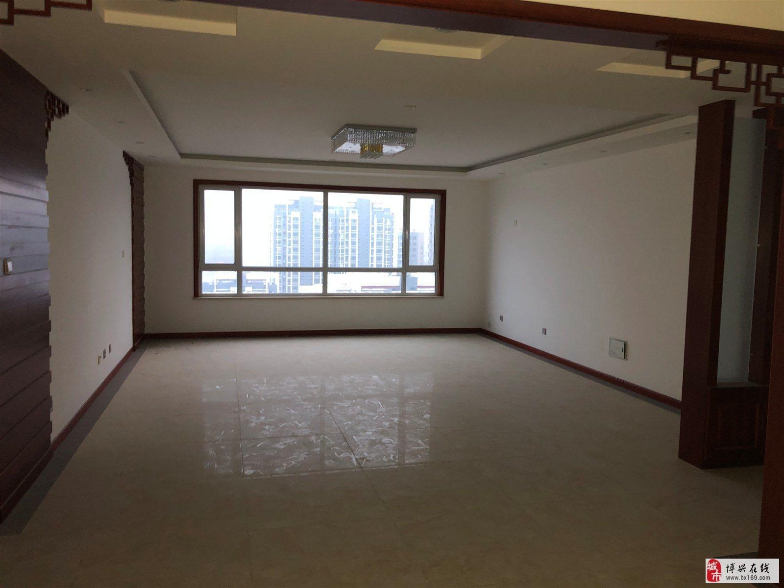 1836花园新城3室2厅2卫220万元
