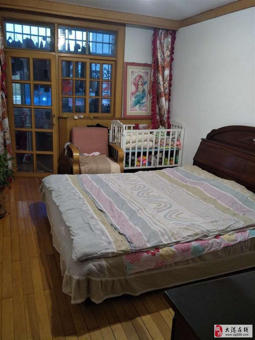二小六中学片房,阳春里中间楼层,三室一厅,中装,价格可议