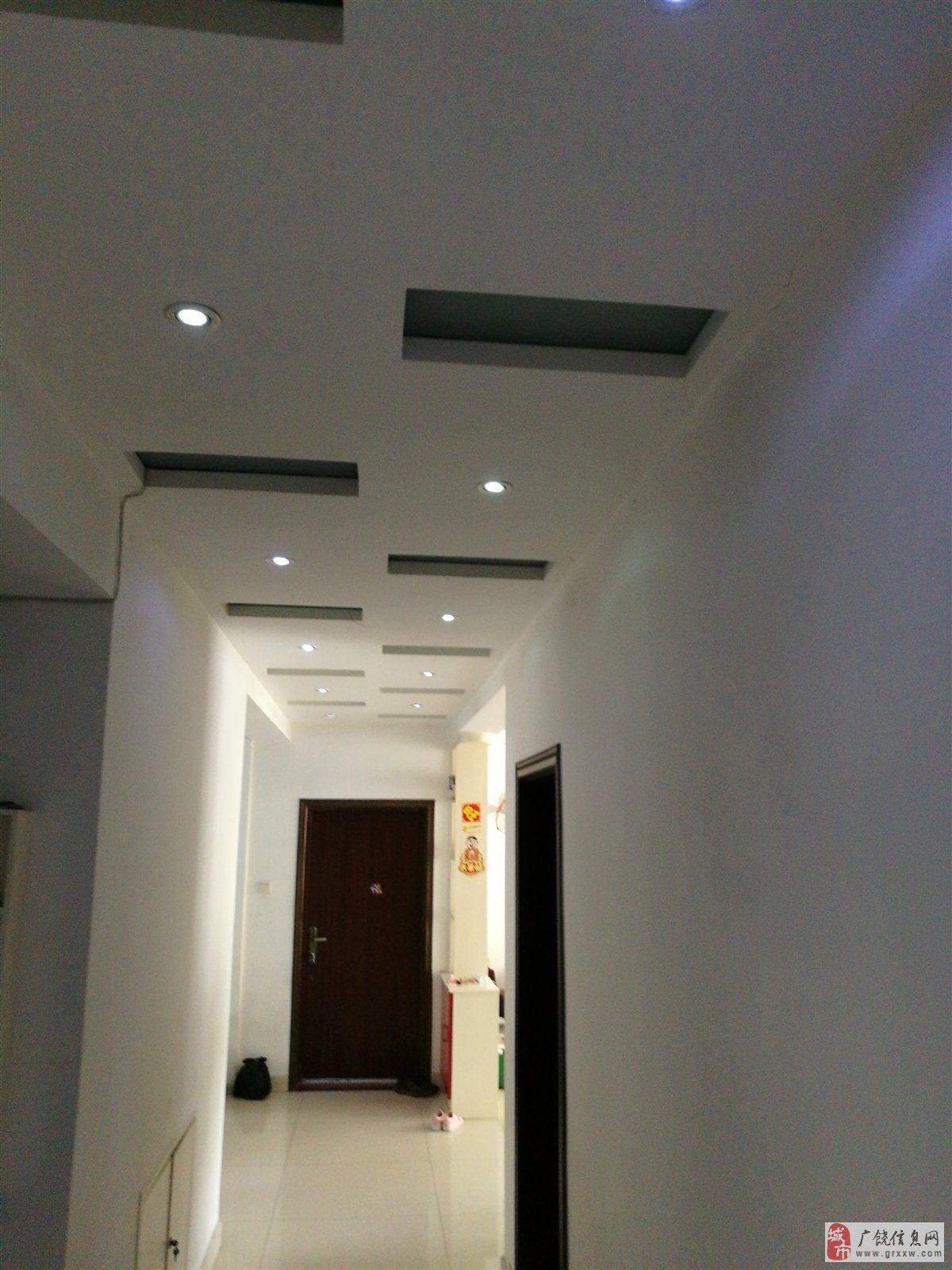 凯泽名苑2楼130平精装带超大车库110万【免税】
