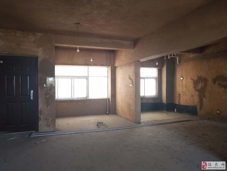 吉玛特楼上 龙海花园1期 超大户型 四室两厅 30.3万元