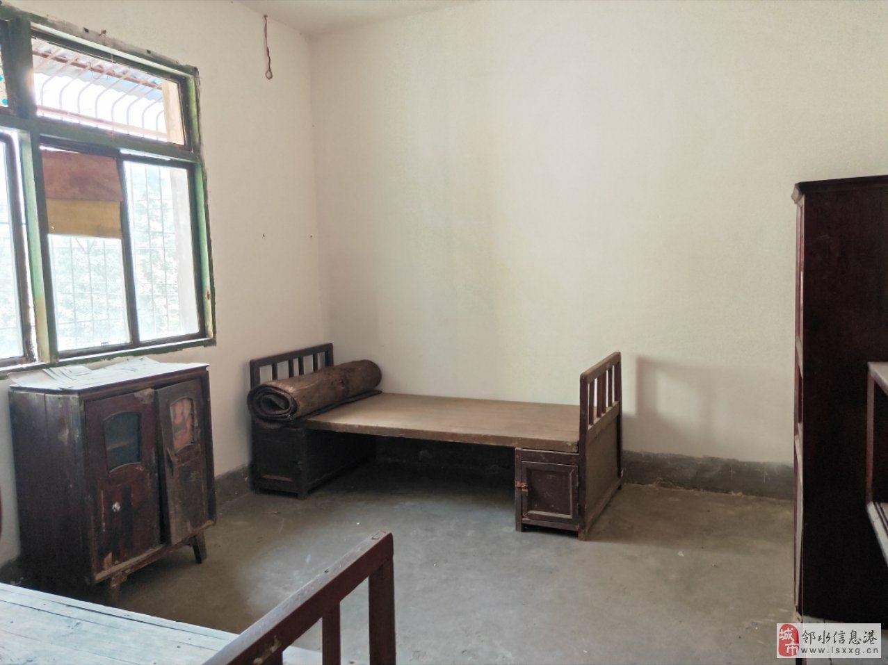 房子位置好,周边配套设施齐全,价格相当便宜