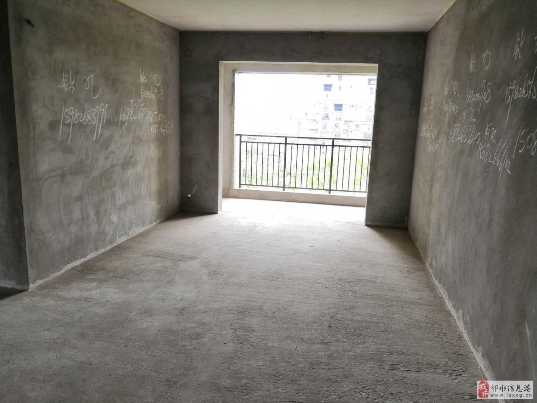 龙腾御景新城3室2厅2卫,优质小区,环境绿化天然