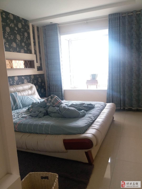 04716渤海锦绣城3室2厅2卫210万元