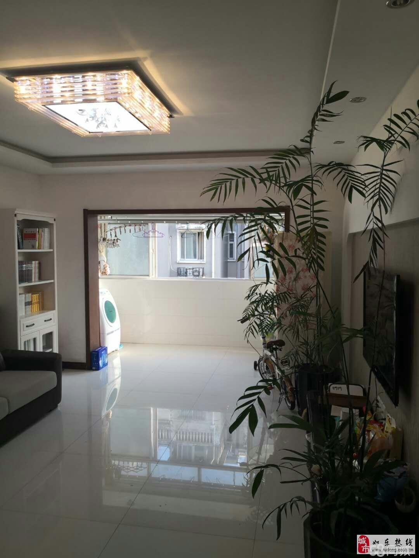 尚诚中介:东大公寓精装三室126平92万含大附房
