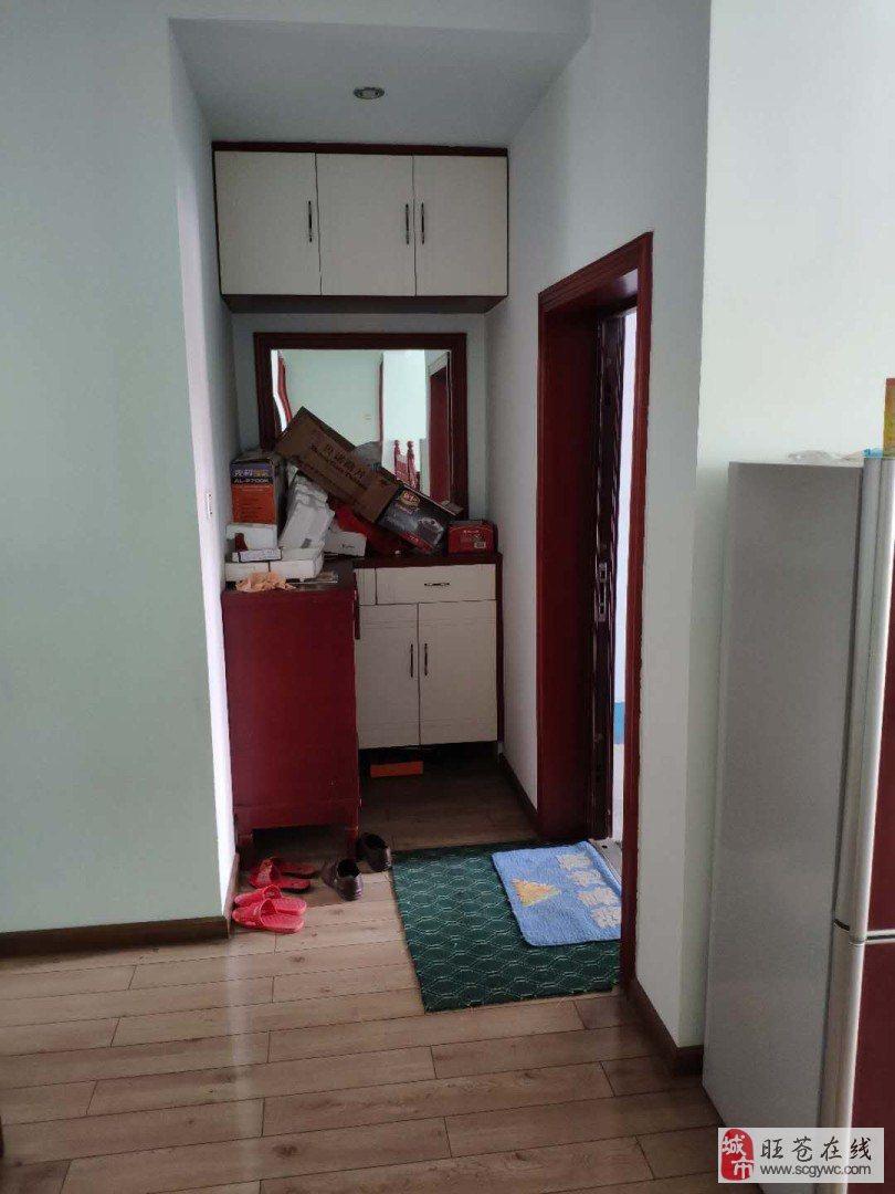 售繁華路段小區房3室2廳2衛48萬元