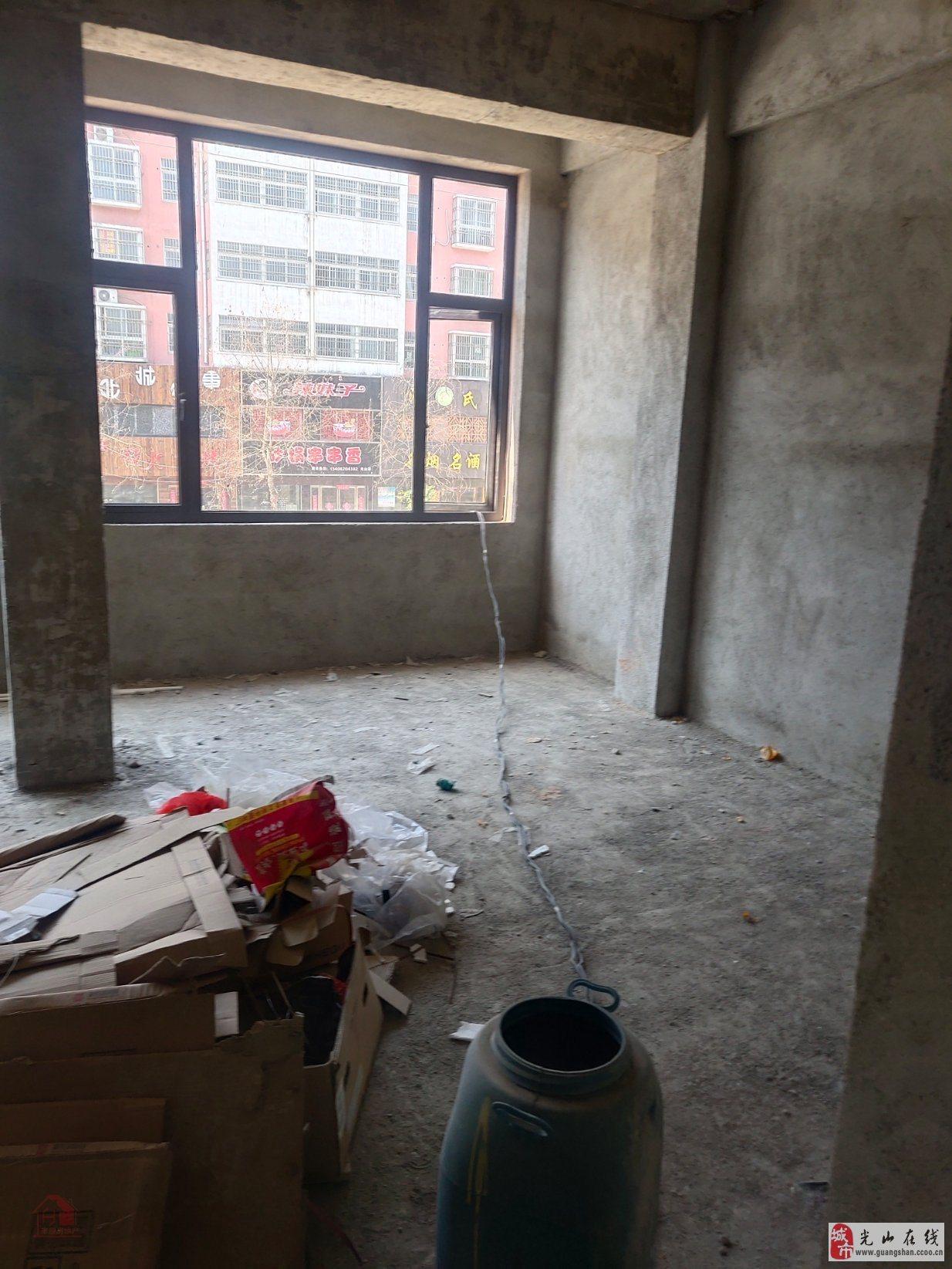 怡家庭院对面门面房1室3厅135万元