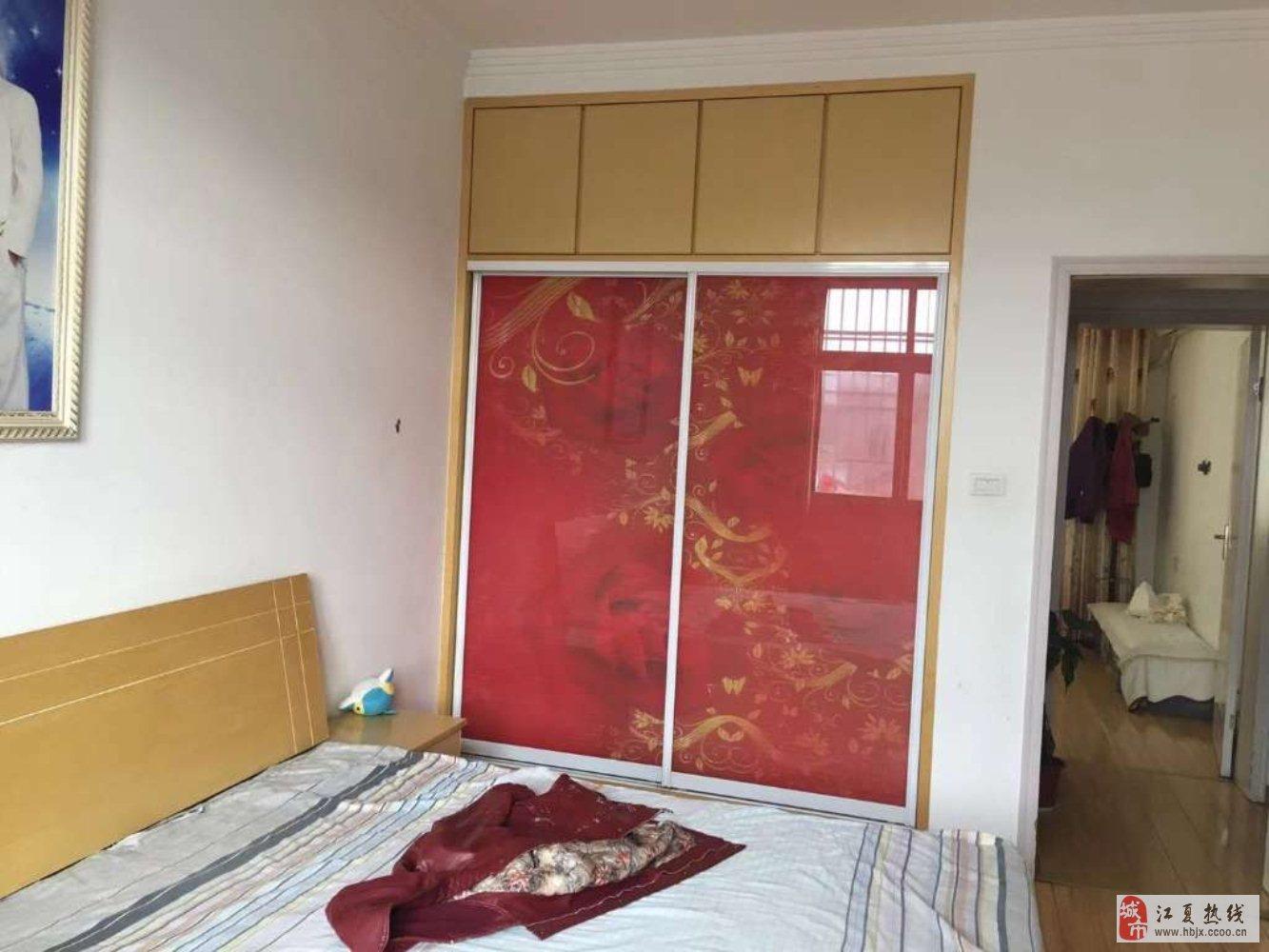 龙井公寓精装3室2厅1卫66万南北通透