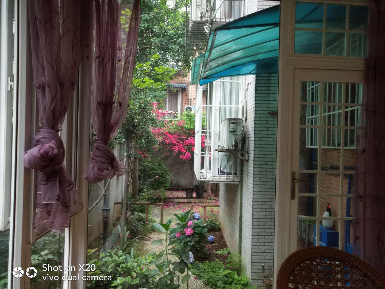 物超所值!现浇小区精装大3室,带70平米后花园!
