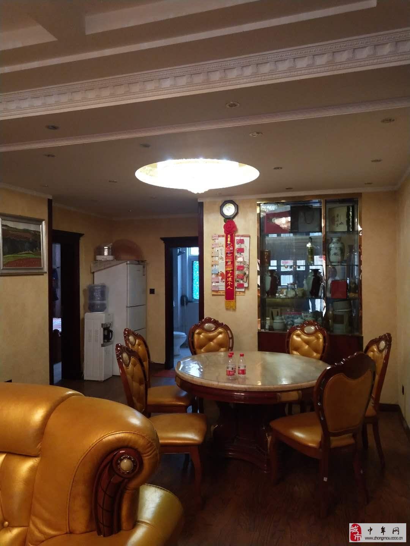 水岸鑫城4室2厅2卫180万元送两个车位豪装