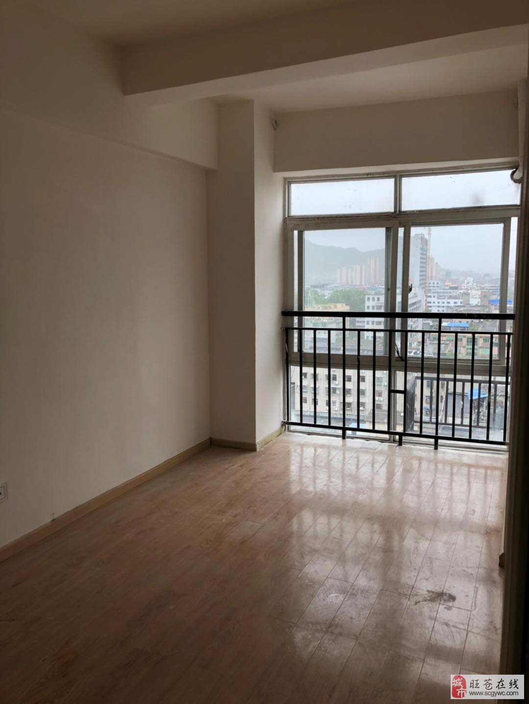 售繁华路段小区房2室2厅2卫37万元