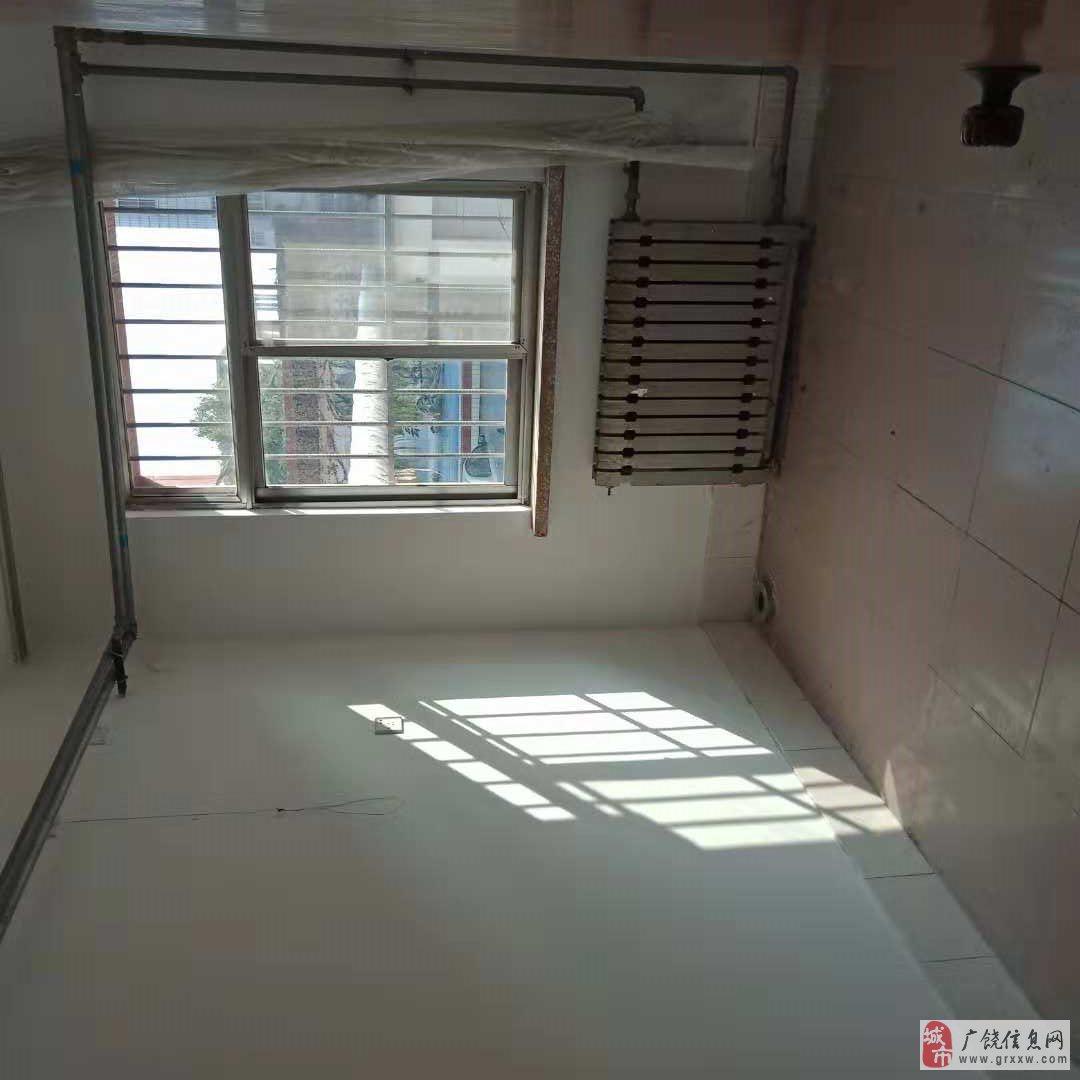 职业高中家属楼,多层1楼,带储藏室,实验一小学区房