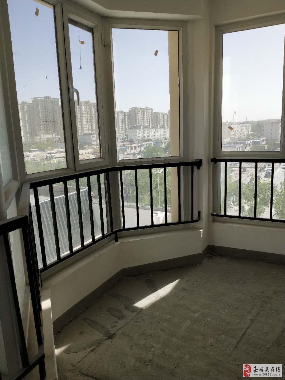 中鹏嘉年华5楼2室2厅1卫51万元