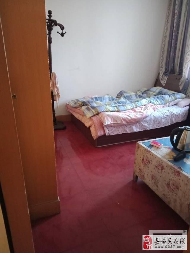 雄关六小区3楼近学校价格可谈2室2厅1卫21万元