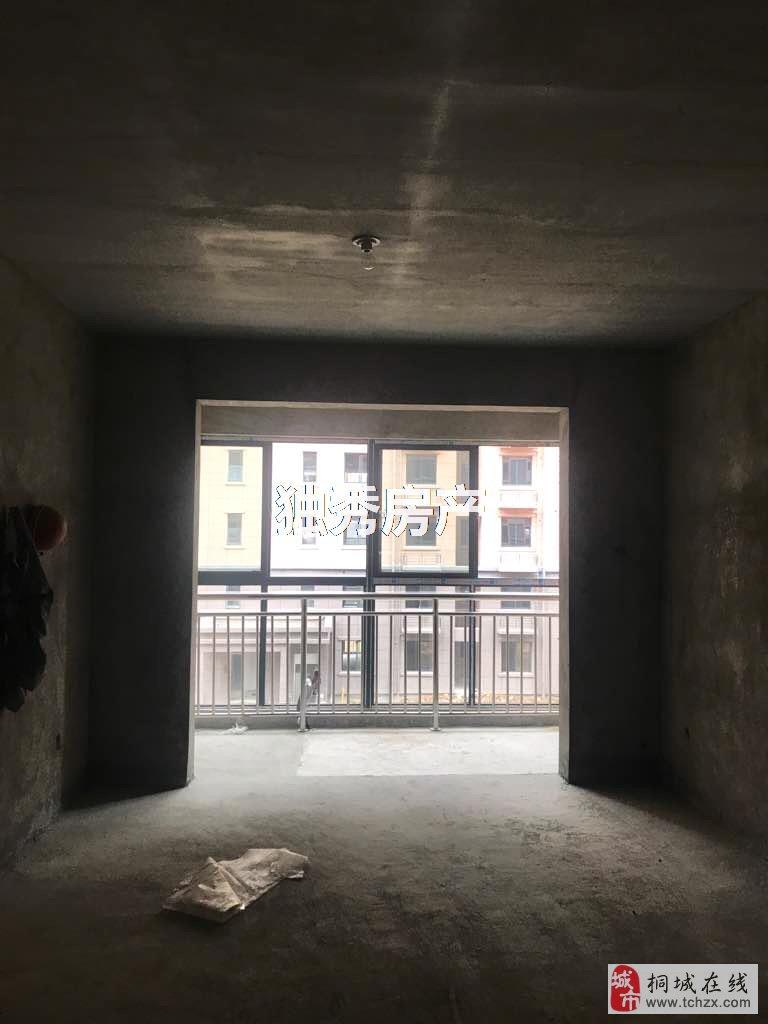 二中都市华庭附近时代广场三房两卫毛坯房户型正