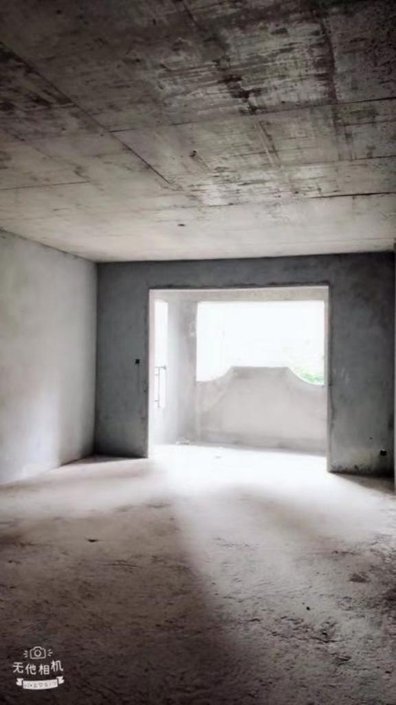 约克阳光3室2厅2卫143万带车库