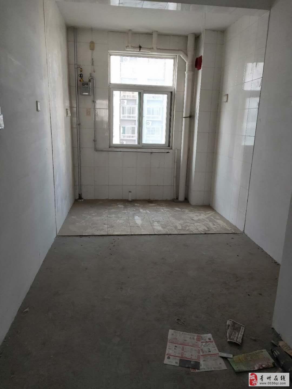平章府小高层7楼2居室,客厅朝阳