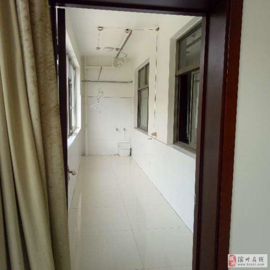 碧海园3室2厅2卫132万元